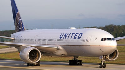 N226UA - Boeing 777-222(ER) - United Airlines