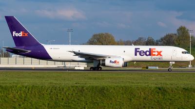 A picture of N939FD - Boeing 75723A(SF) - FedEx - © Gaetan De Meyer