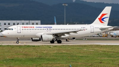 A picture of B6013 - Airbus A320214 - China Eastern Airlines - © ChengFJ