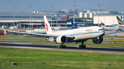 A picture of B2033 - Boeing 77739L(ER) - Air China - © Lywings
