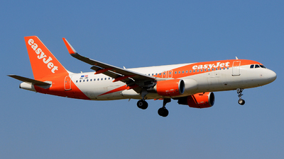 A picture of OEINI - Airbus A320214 - easyJet - © Pampillonia Francesco - Plane Spotters Bari