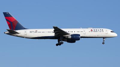 A picture of N683DA - Boeing 757232 - Delta Air Lines - © Mark Szemberski