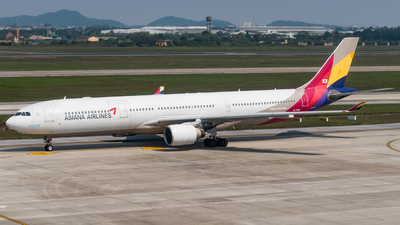 A picture of HL7754 - Airbus A330323 - Asiana Airlines - © Andrew Lesty