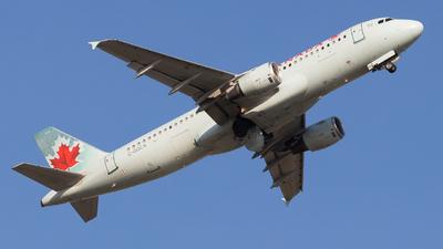 A picture of CGQCA - Airbus A320211 - Air Canada - © Shon F