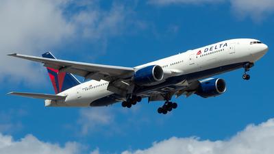 A picture of N860DA - Boeing 777232(ER) - [29951] - © Lorenzo P
