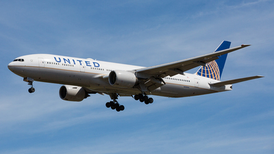 N225UA - Boeing 777-222(ER) - United Airlines