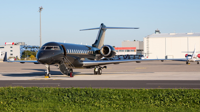 VH-SPJ - Bombardier BD-700-1A10 Global Express - Private