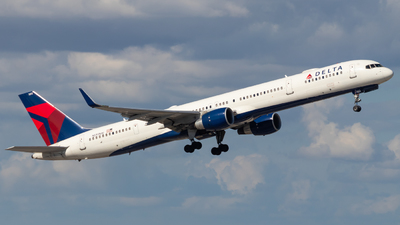A picture of N593NW - Boeing 757351 - Delta Air Lines - © Davin Amy