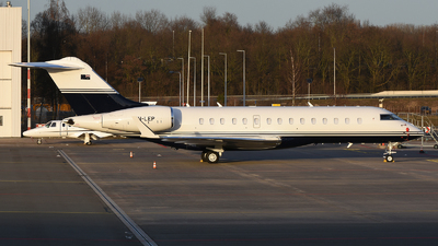 VH-LEP - Bombardier BD-700-1A10 Global 6000 - Private