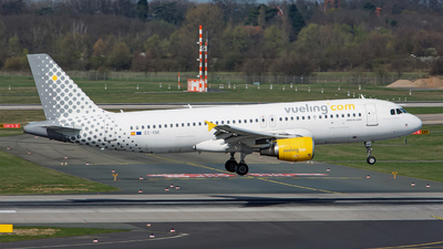EC-KMI - Airbus A320-216 - Vueling Airlines