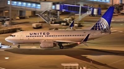 N39726 - Boeing 737-724 - United Airlines