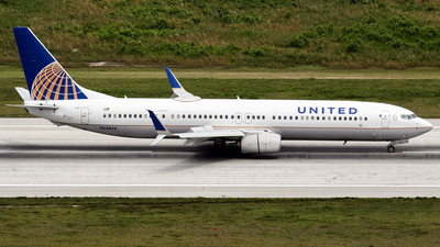 A picture of N64844 - Boeing 737924(ER) - United Airlines - © La Roche Spotters