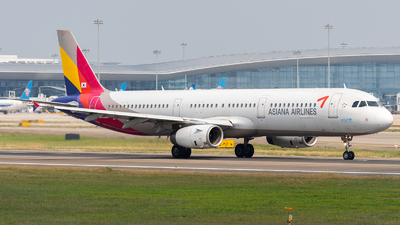A picture of HL8265 - Airbus A321231 - Asiana Airlines - © ZGGG RWY01