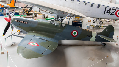 MM4084 - Supermarine Spitfire Mk.IX - Italy - Air Force