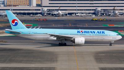 A picture of HL7714 - Boeing 7772B5(ER) - Korean Air - © Shogo Kawai