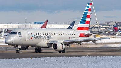 A picture of N135HQ - Embraer E175LR - American Airlines - © Miles Aronovitz