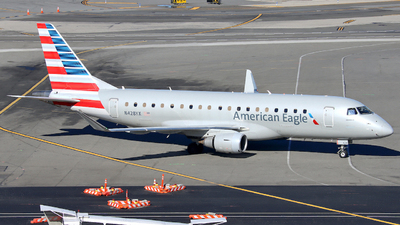 A picture of N428YX - Embraer E175LR - American Airlines - © Xiamen Air 849 Heavy