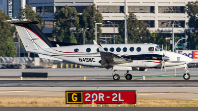 A picture of N49WC - Beech 300 Super King Air 350 - [FL144] - © Issac