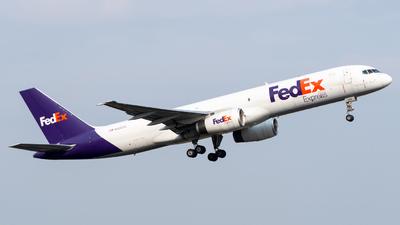 A picture of N926FD - Boeing 7572S7(SF) - FedEx - © Roberto Tirado