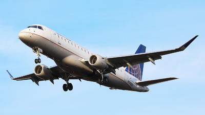 A picture of N106SY - Embraer E175LR - United Airlines - © Harley Guo