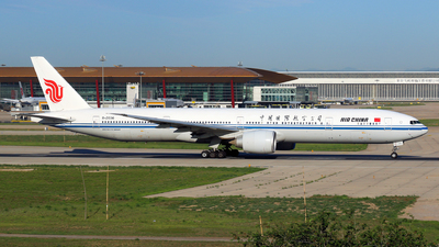 A picture of B2036 - Boeing 77739L(ER) - Air China - © yiran