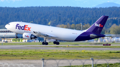 A picture of N688FE - Airbus A300F4605R - FedEx - © Chung Kwok