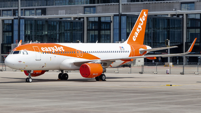 A picture of OEIZF - Airbus A320214 - easyJet - © James Dinsdale