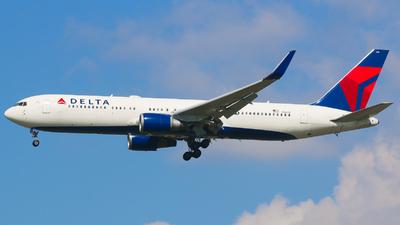 A picture of N1608 - Boeing 767332(ER) - Delta Air Lines - © JIN HL7743