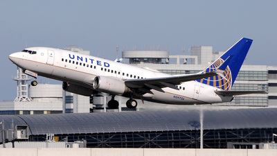 A picture of N39726 - Boeing 737724 - United Airlines - © Kinmei