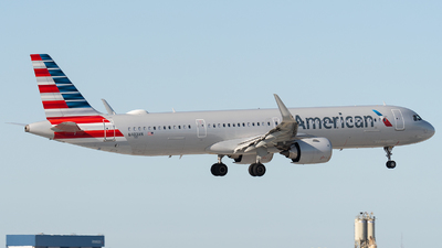 A picture of N403AN - Airbus A321253NX - American Airlines - © bill wang