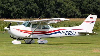A picture of DEGUJ - Cessna 172N Skyhawk II - [17271599] - © Thoralf Doehring