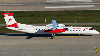 A picture of OELGL - De Havilland Canada Dash 8400 - Austrian Airlines - © John Richard