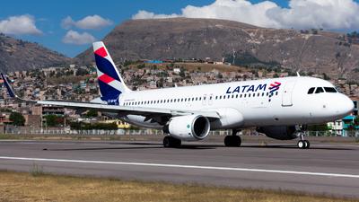 CC-BFW - Airbus A320-214 - LATAM Airlines