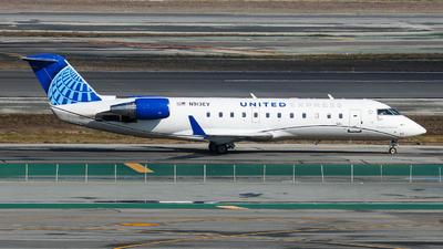 A picture of N913EV - Mitsubishi CRJ200LR - United Airlines - © KenKen Huang