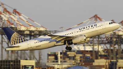 A picture of N413UA - Airbus A320232 - United Airlines - © Sebastian C