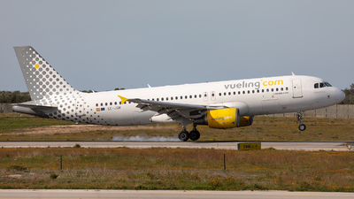 A picture of ECJGM - Airbus A320214 - Vueling - © Łukasz Stawiarz