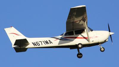 A picture of N671MA - Cessna 172R Skyhawk - [17280732] - © Orlando Suarez