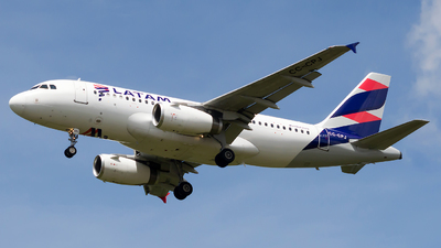 A picture of CCCPJ - Airbus A319132 - LATAM Airlines - © Jorge Saenz