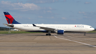 A picture of N803NW - Airbus A330323 - Delta Air Lines - © Conor McGeehan