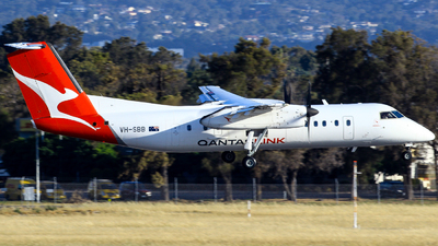 A picture of VHSBB - De Havilland Canada Dash 8300 - QantasLink - © Robbie Mathieson