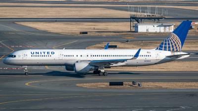 A picture of N510UA - Boeing 757222 - [24780] - © Aditya Saligrama