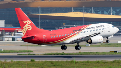 A picture of B5025 - Boeing 7377BX - Shenzhen Airlines - © Eric Wang