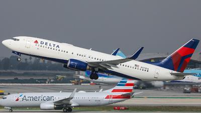 N379DA - Boeing 737-832 - Delta Air Lines