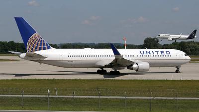 N643UA - Boeing 767-322(ER) - United Airlines