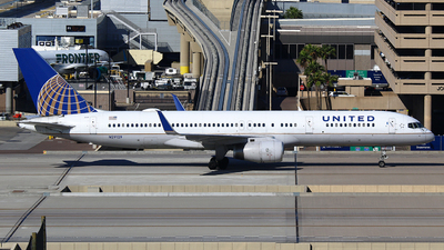 N29129 - Boeing 757-224 - United Airlines