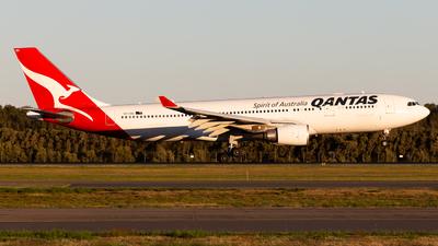 VH-EBQ - Airbus A330-202 - Qantas