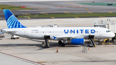 A picture of N486UA - Airbus A320232 - United Airlines - © Martin Rogosz