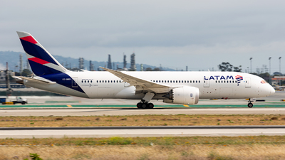 A picture of CCBBD - Boeing 7878 Dreamliner - LATAM Airlines - © Thomas Ernst