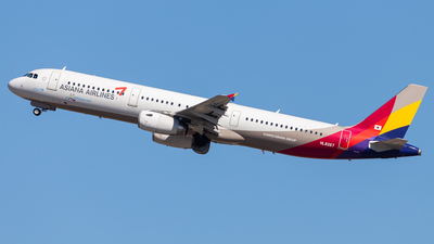 HL8267 - Airbus A321-231 - Asiana Airlines