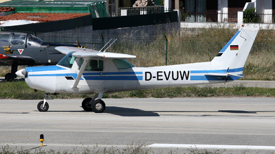 D-EVUW - Cessna 152 II - Private